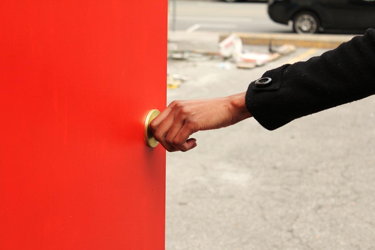 Red Door with hand opening & Red Door with hand opening   SUPAFRIK Pezcame.Com